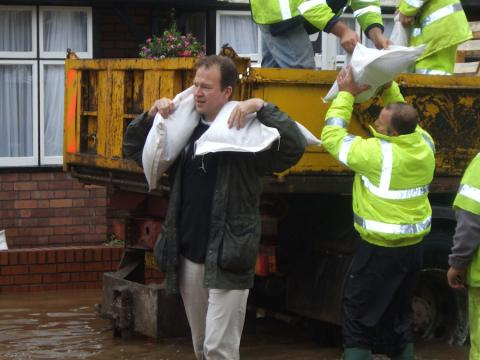 Jesse Norman carrying sandbags in floods in 2007